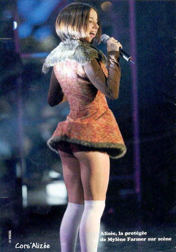 Голые фотографии французской певицы alizee знаю